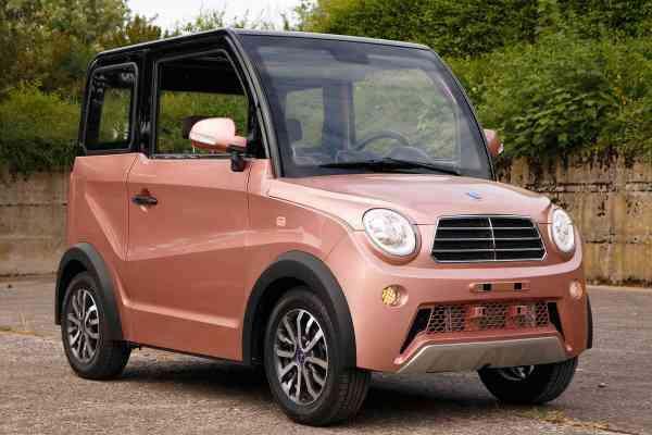 URBEE 4S Kleinwagen Ausstellungsfahrzeug Senioren Emobil