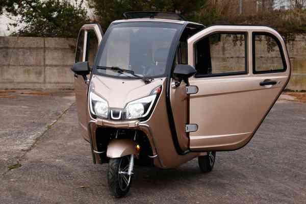Trixi 3.3 Kabinenroller 45/25 km/h, 3Kw, LiFeP04 Hochleistungsakku 72V/70-115 Ah für 90-150 Km